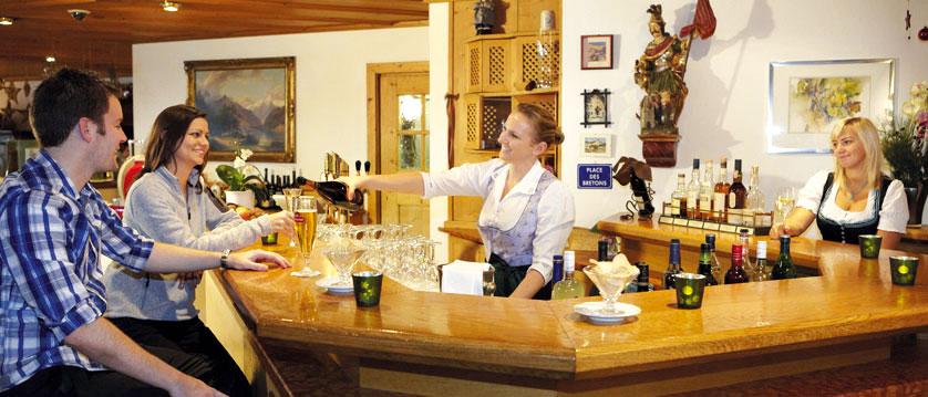 Austria_Zell-am-See_Hotel-Zum-Hirschen_bar.jpg